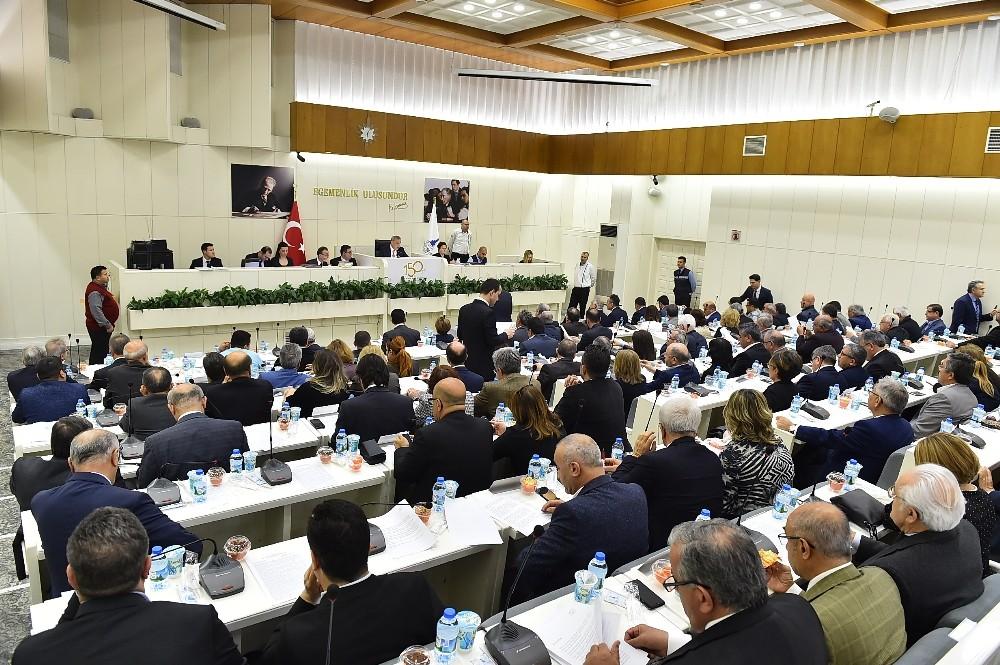 İzmir Büyükşehir Belediye Meclisi toplantısında 'ulaşım' tartışması