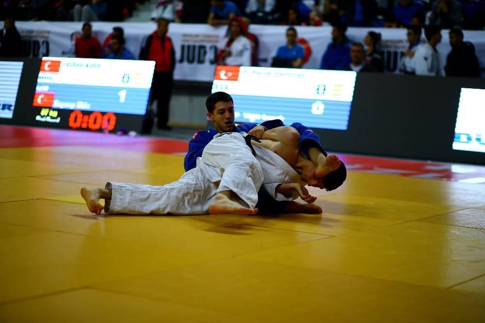 Gençler Judo Şampiyonası'nın ilk günde dereceye girenler belli oldu