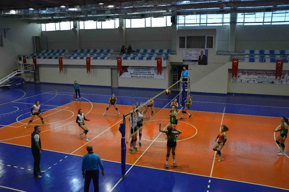 Okul sporları voleybol grup elemeleri Ortaca ve Dalaman'da yapıldı