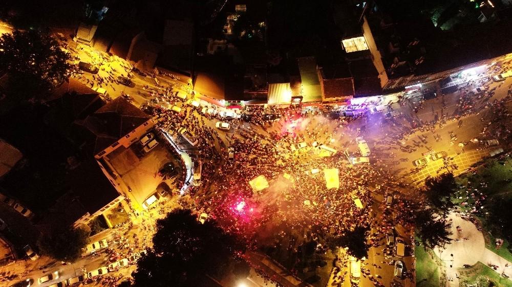 Vatandaşların Kısıklı'daki sevinç gösterisi havadan görüntülendi
