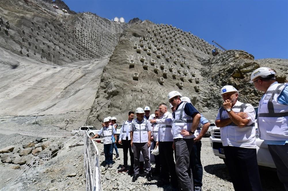 Yusufeli Barajı 275 metre gövde yüksekliği ile Eyfel Kulesi'nden 25 metre kısa olacak