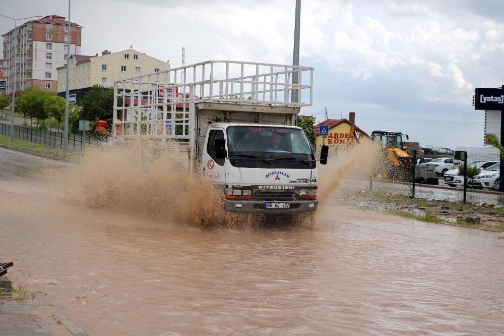 Yozgat'ta yağmur ve dolu vatandaşlara zor anlar yaşattı