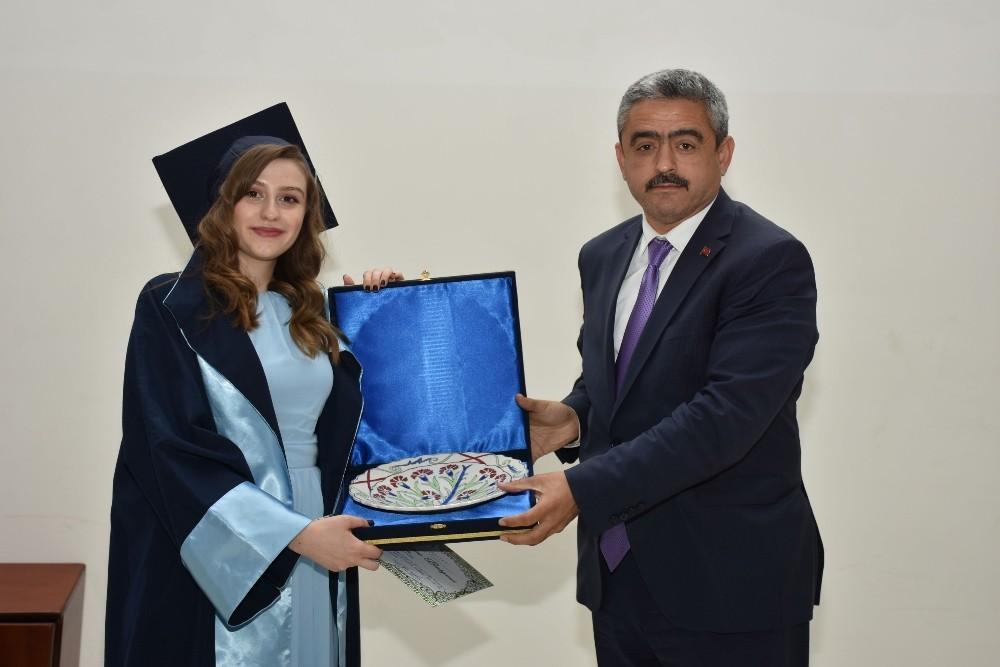 Okul birincisi diplomasını Başkan Alıcık'tan aldı