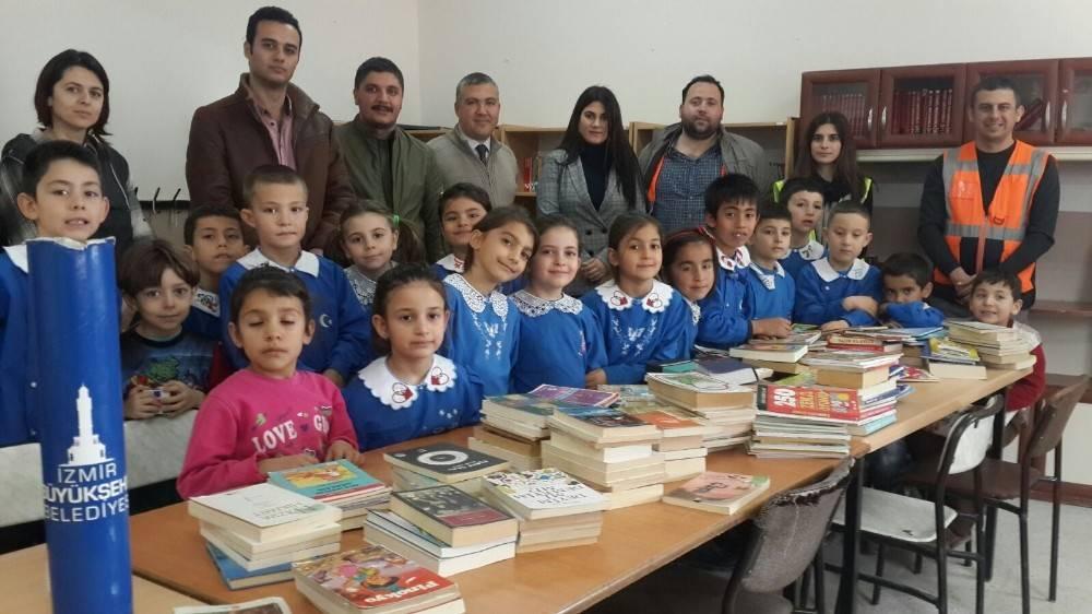 Büyükşehir çalışanlarından köy okuluna kitap desteği