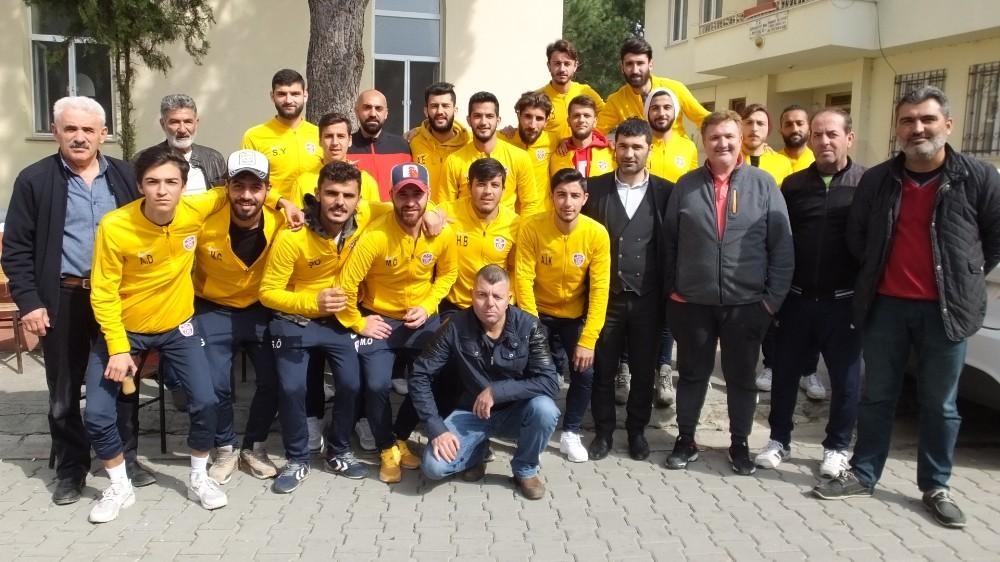 Burhaniyeli futbolcular mahalle hayrına katıldı