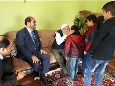 Hakkari'de Kur'an Kursu Öğrencileri Yaşlıları Ziyaret Etti