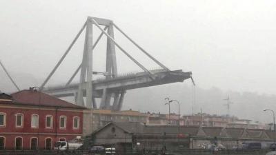 İtalya'da Köprü Çöktü, Onlarca Kişi Hayatını Kaybetti