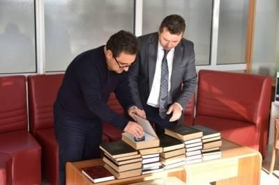 Kavaz, kütüphaneye 3 bin kitap hediye etti