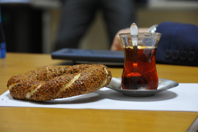 Validen Personele Mesai Saatinde 'Sigara ve Kahvaltı' Yasağı