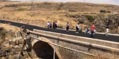Van'da Tarihi Köprüye Asfalt Attılar