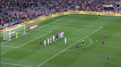 Lionel Messi'den Müthiş Frikik!